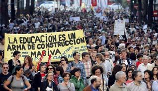 Los valencianos culminan la huelga con una manifestación que colapsa Valencia
