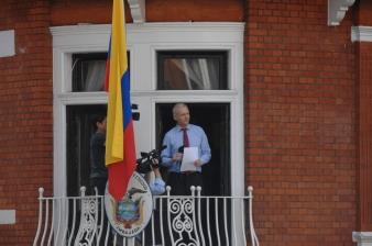 Julian_Assange_in_Ecuadorian_Embassy
